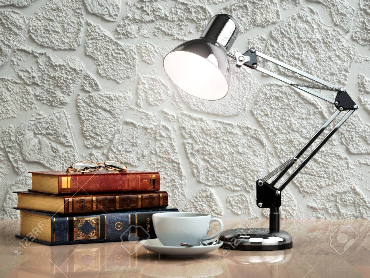 Lampade Da Tavolo Lavoro : Vintage libri tazza di caffè e lampada da tavolo sul tavolo posto