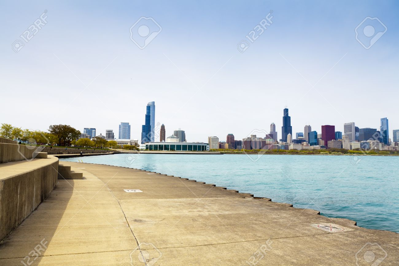 bicycle path with downtown chicago in background Stock Photo - 13832320