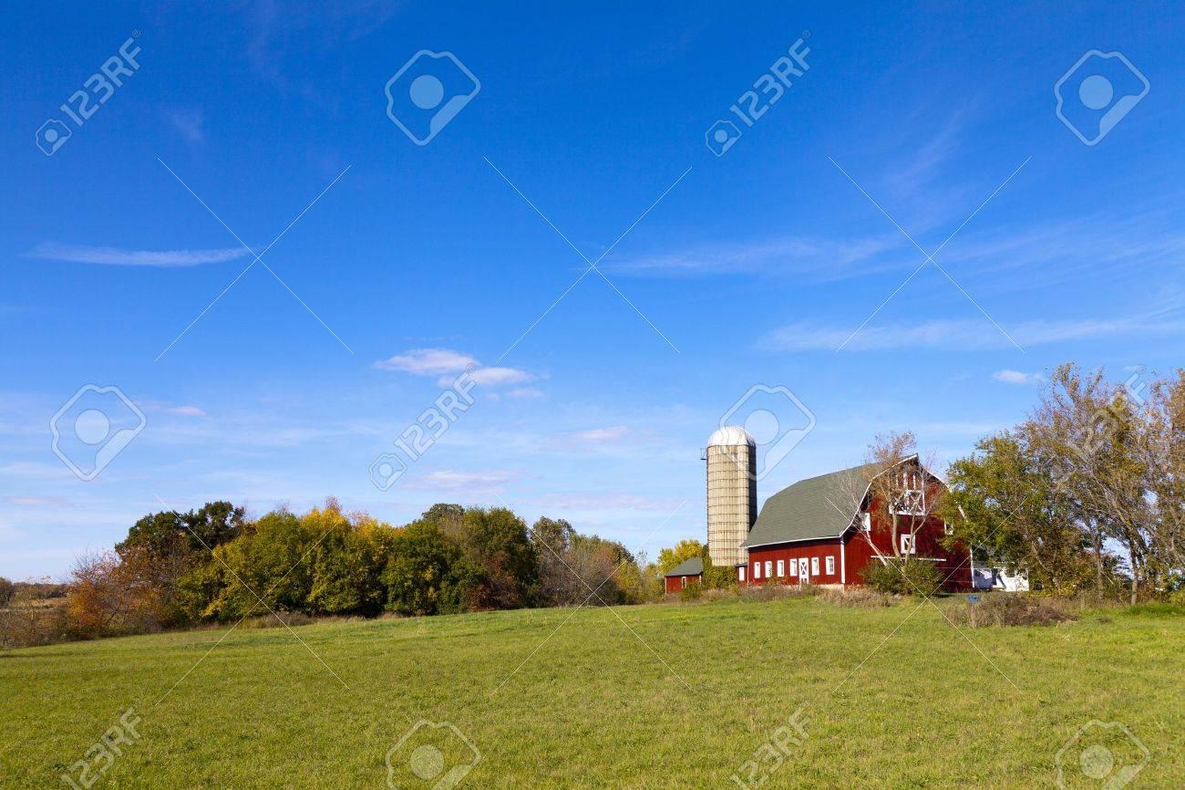 Traditional American Barn (Autumn Season) - 15949407