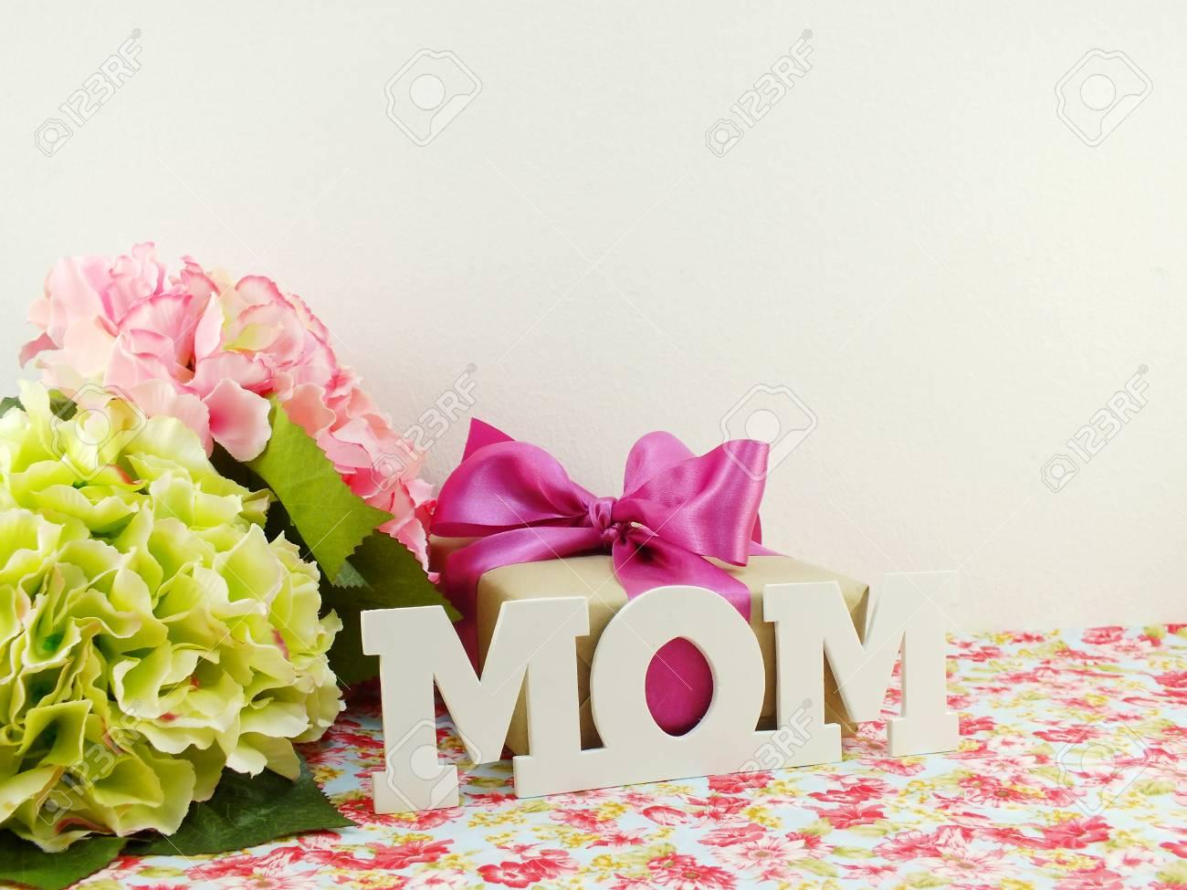 Geschenke Und Schoner Blumenstrauss Von Blumen Fur Mutter Fur
