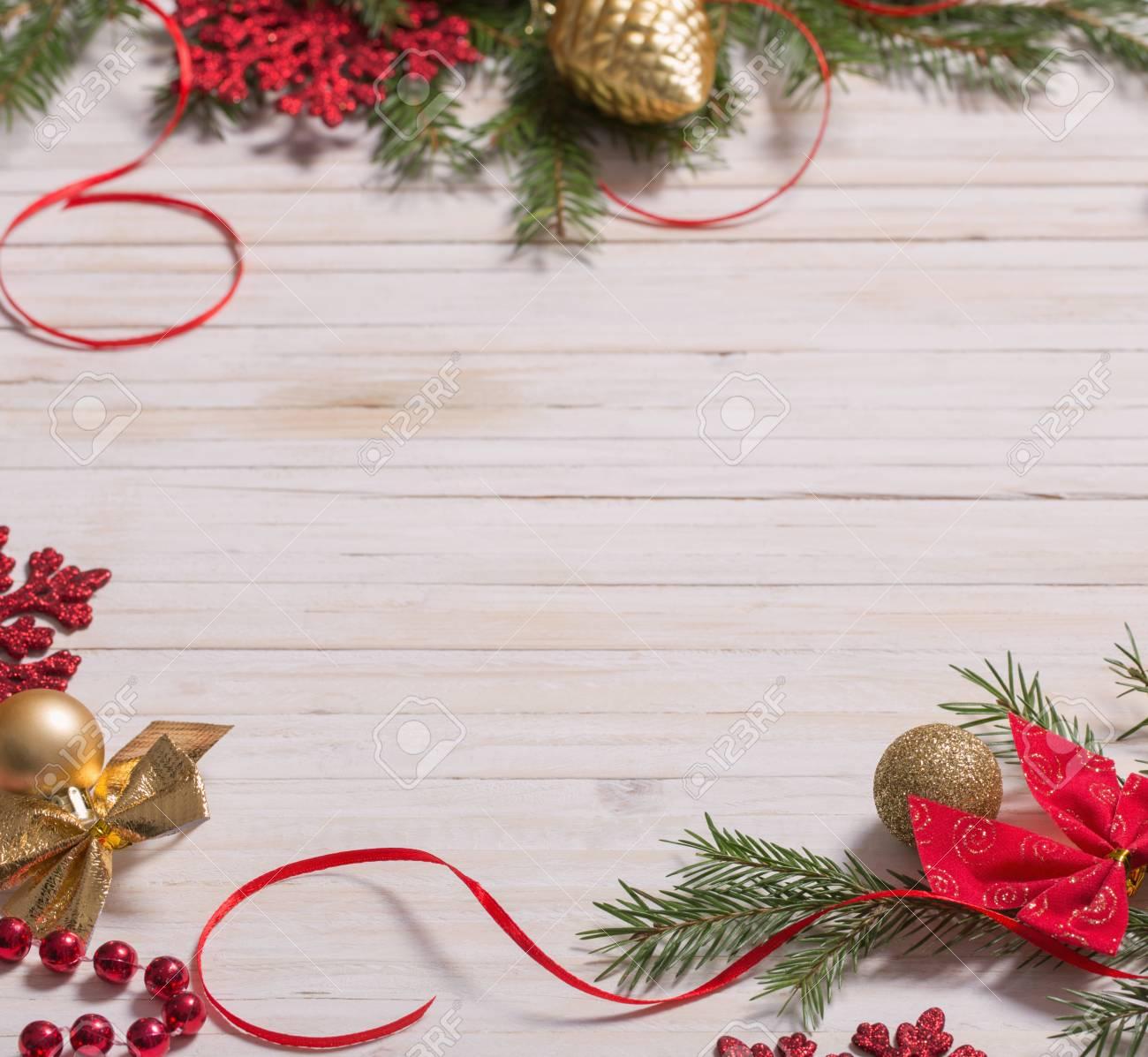 Sfondi Natalizi Jpg.Decorazioni Di Natale Su Sfondo Bianco Di Legno