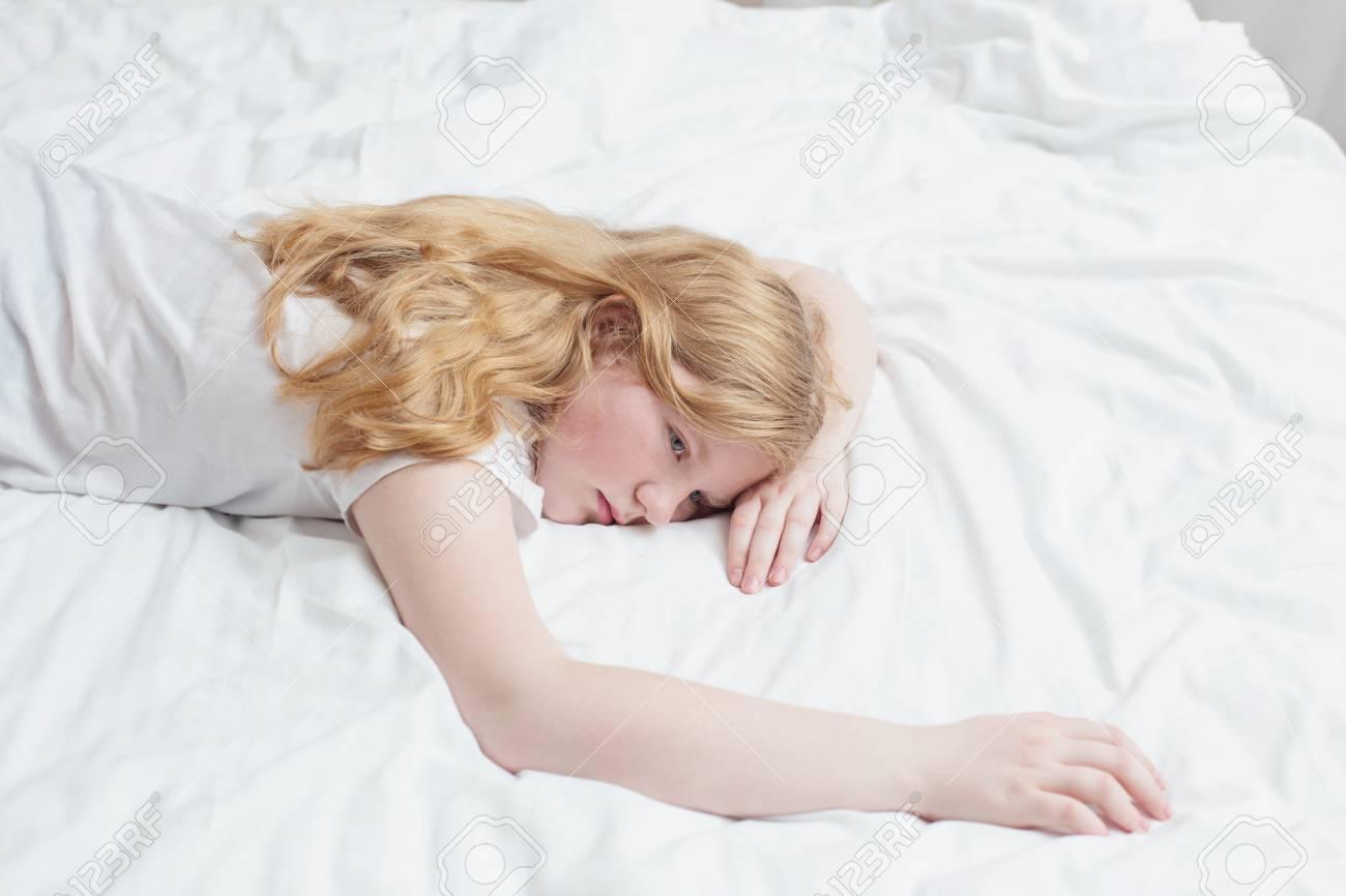 Genial Bett Teenager Sammlung Von Teenager-mädchen Auf Dem Standard-bild - 89371180