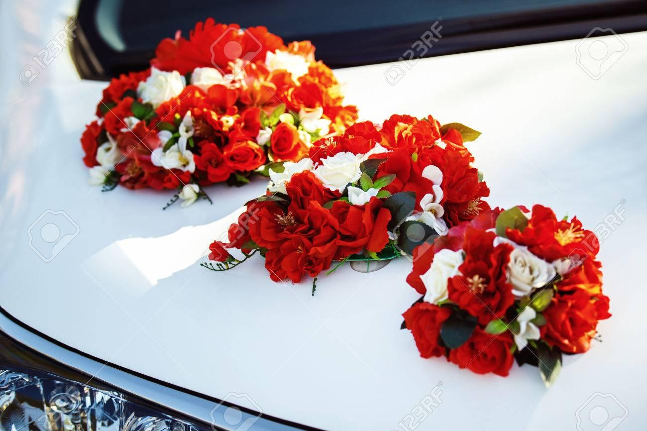 Imagen De Detalle De La Decoracion Del Coche De La Boda Con Flores