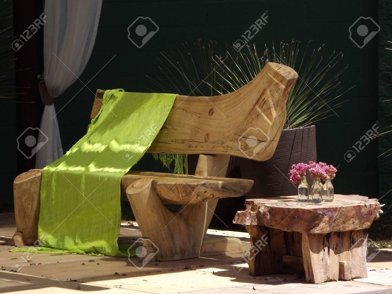table et chaises pour jardin en bois rustique banque d'images et ... - Chaise Pour Table En Bois