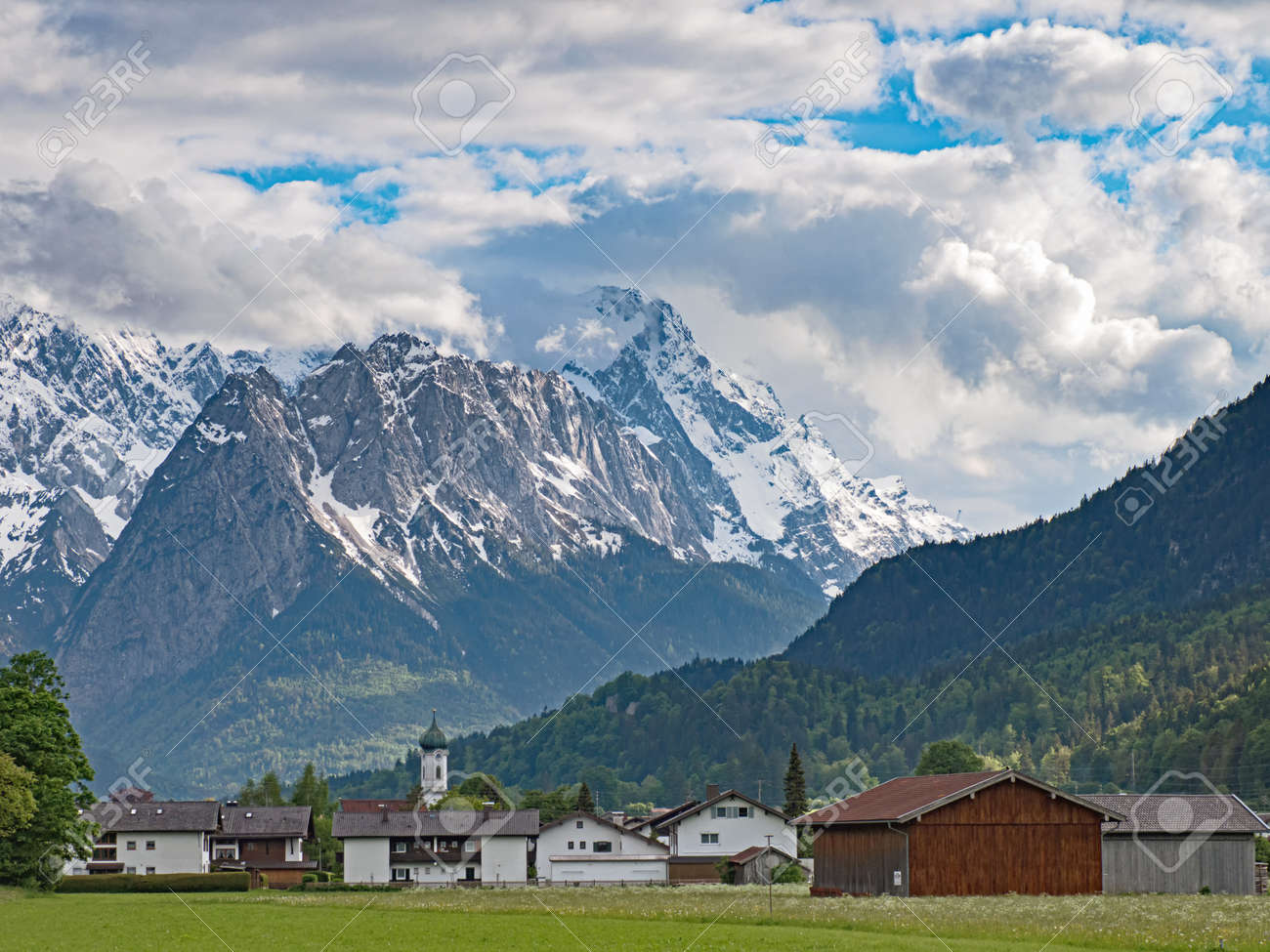 Village Farchant and the Wetterstein mountain range in the Bavarian Alps, Germany - 162918654