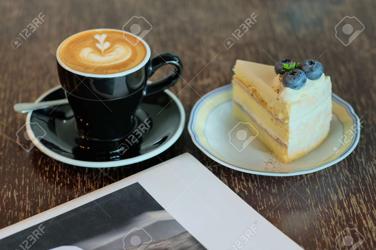 cappuccino and blueberry cheese cake - 168610085