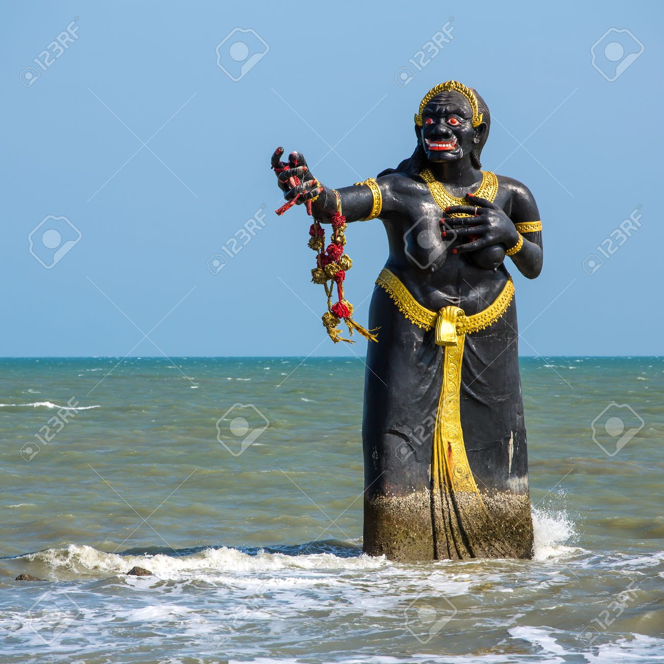 26372476-statue-of-pee-seua-samut-at-pue
