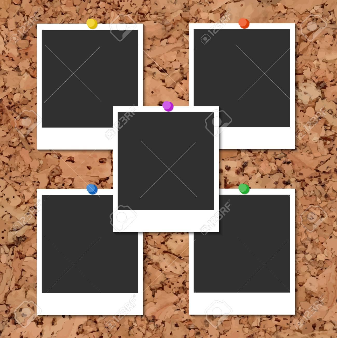 Kork-Board Mit Fünf Leere Instant-Fotokarten Und Farbstifte ...