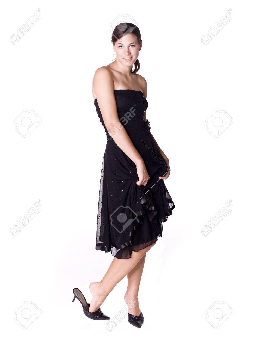 Joven Mujer Llevaba Un Vestido Negro De Cóctel