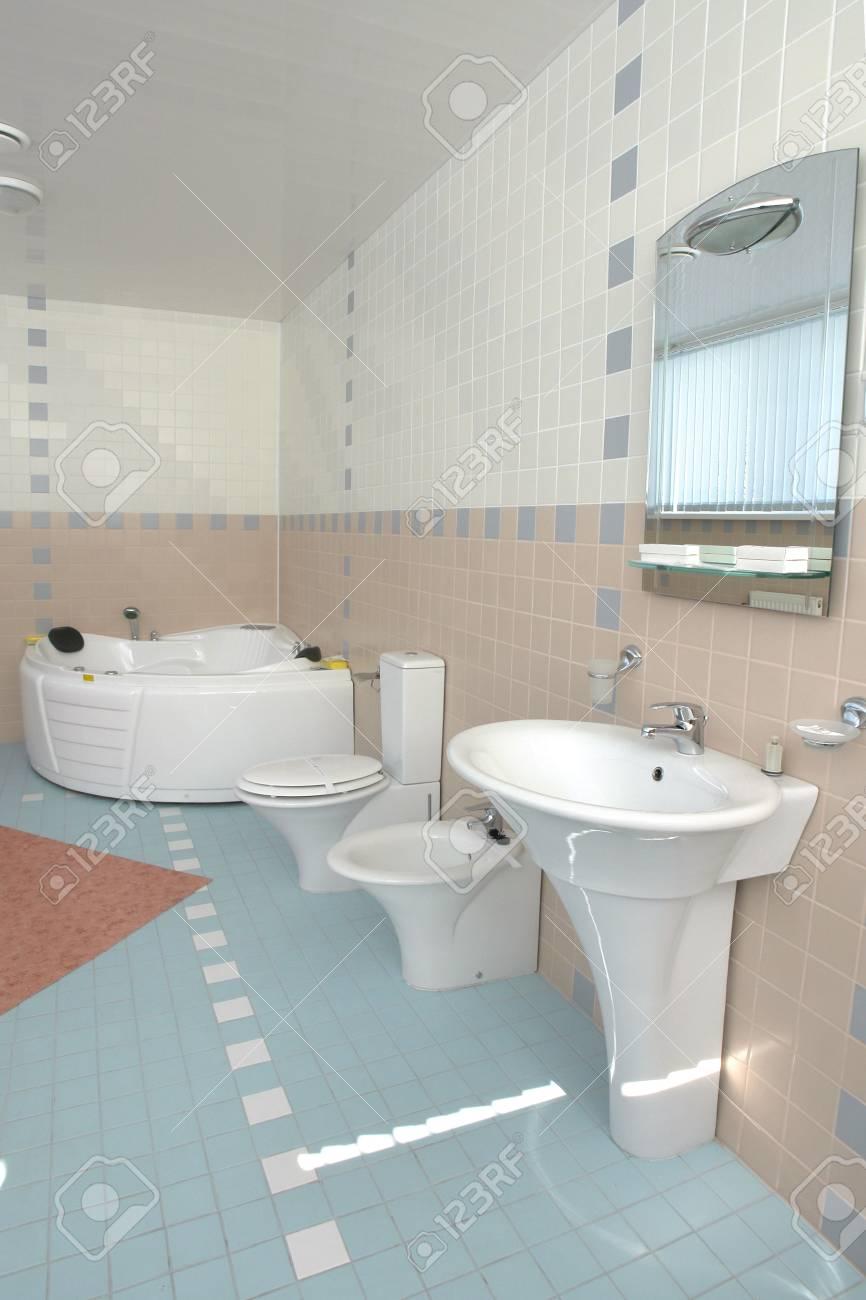 Salle de bains avec jacuzzi dans l\'hôtel