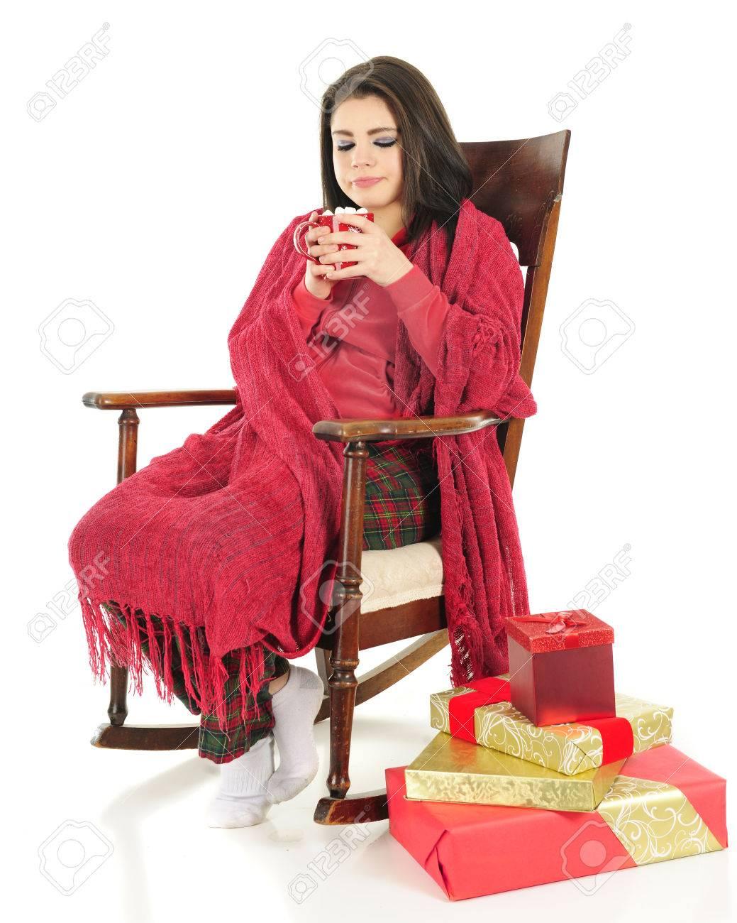 Eine Schöne Teenager-Mädchen Heiße Schokolade Beim Nippen Kuschelte ...