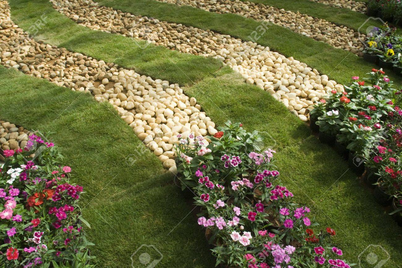 Neatly Laid Decorative Bands Of Lawn, Pebbles And Flower Beds Stock ...