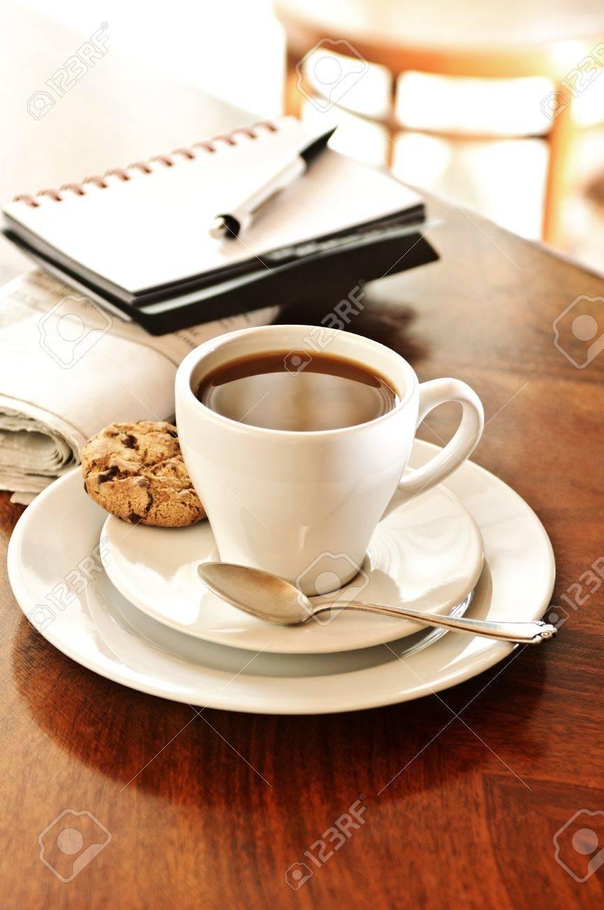 Tasse Kaffee Mit Keks Und Notizbuch Stock Photo, Picture And Royalty ...