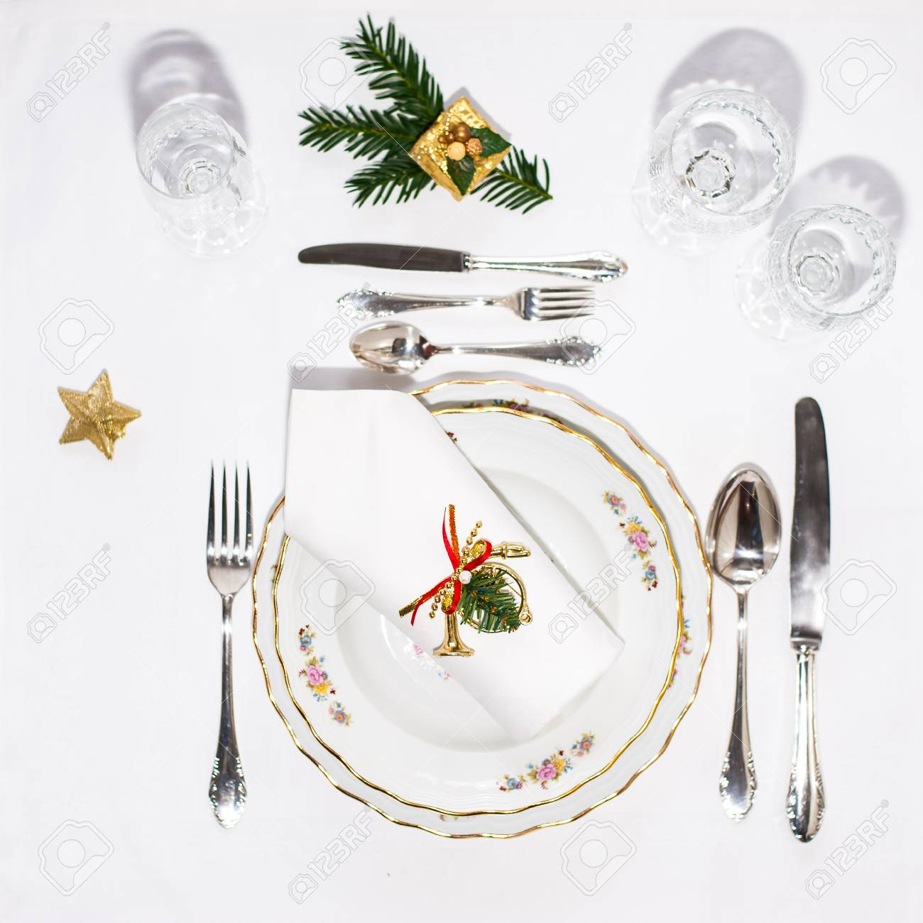 Christmas Plate Set.Christmas Dinner Set Porcelain Plates Silver Cutery And White