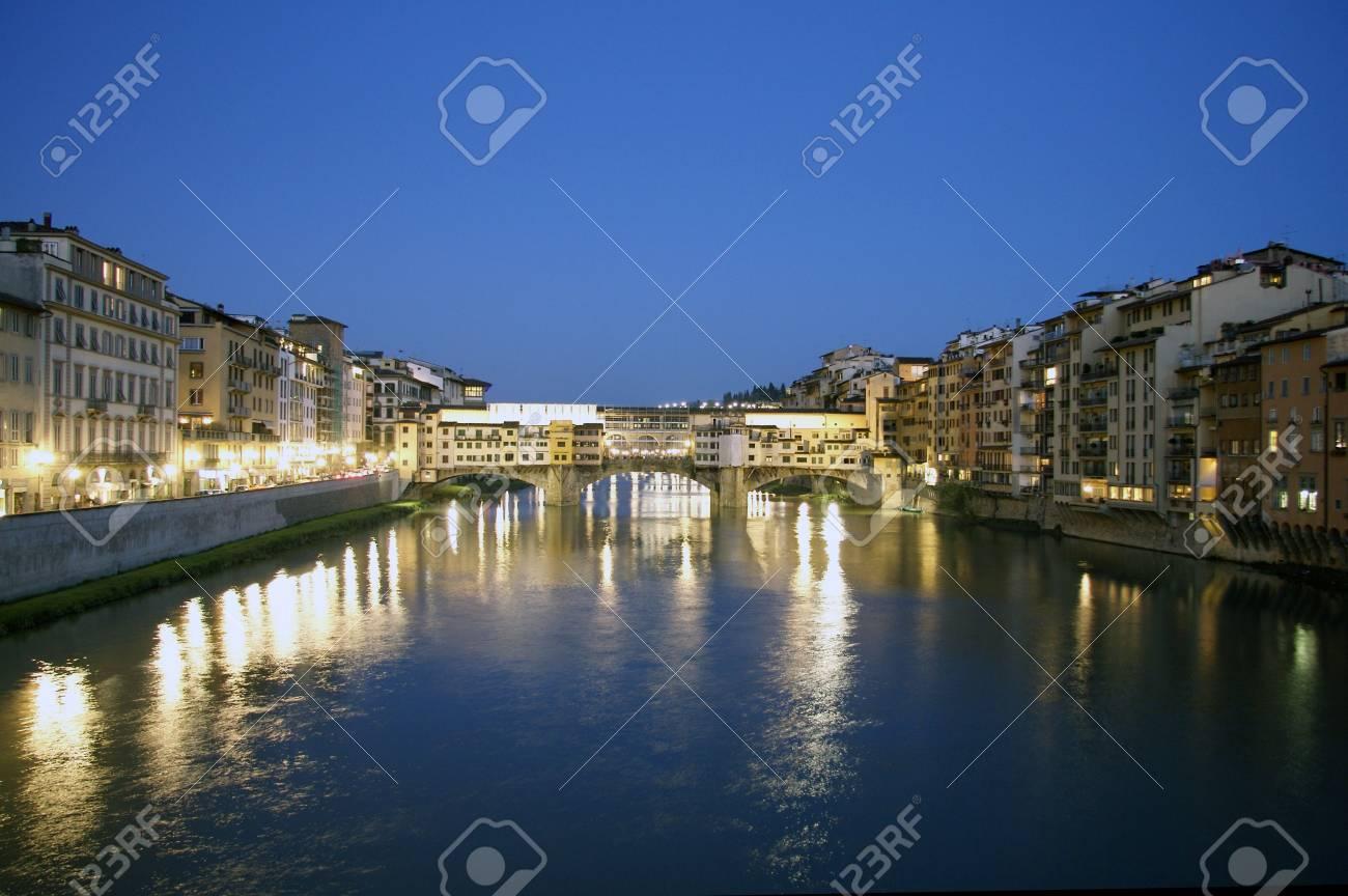Florence, Ponte Vecchio at dusk Stock Photo - 6826183