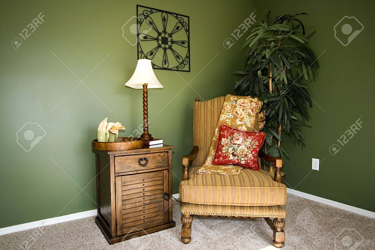 Schließen Sie Bis Auf Eine Ecke Eines Hauses Mit Einem Stuhl Und ...