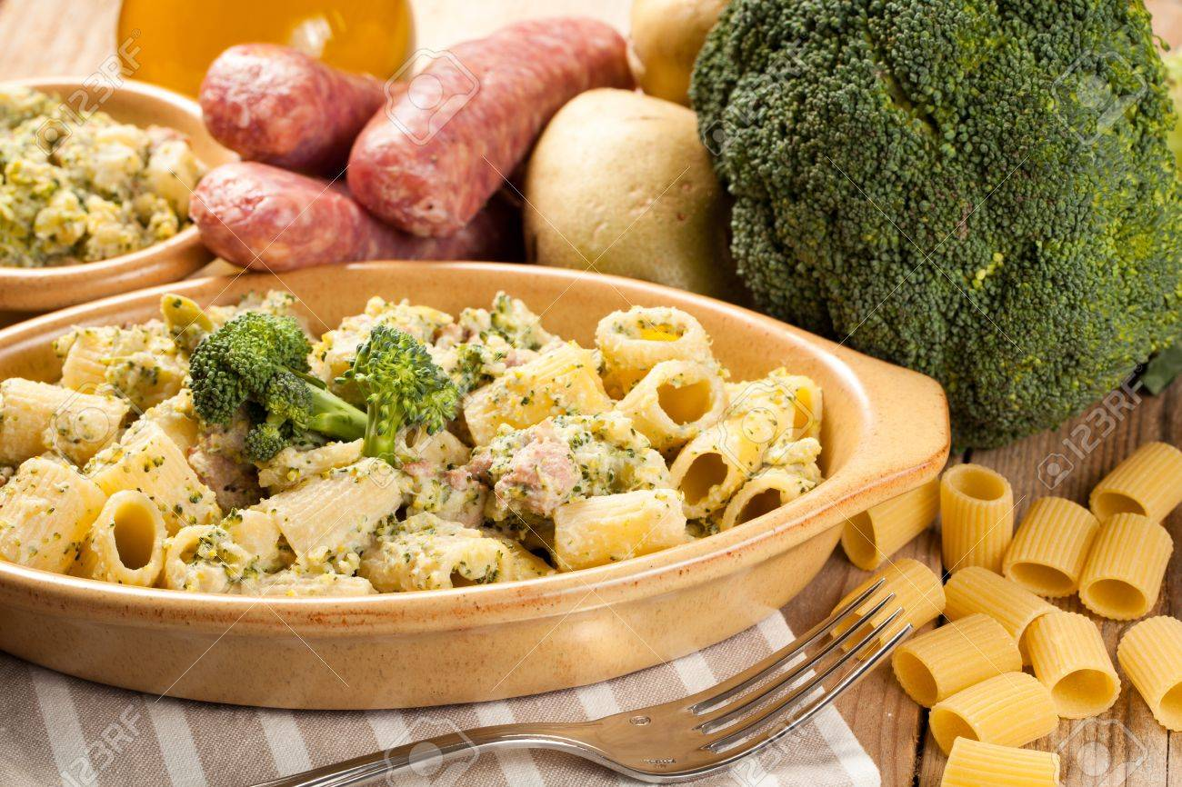 Rigatoni mit Wurst und Brokkoli