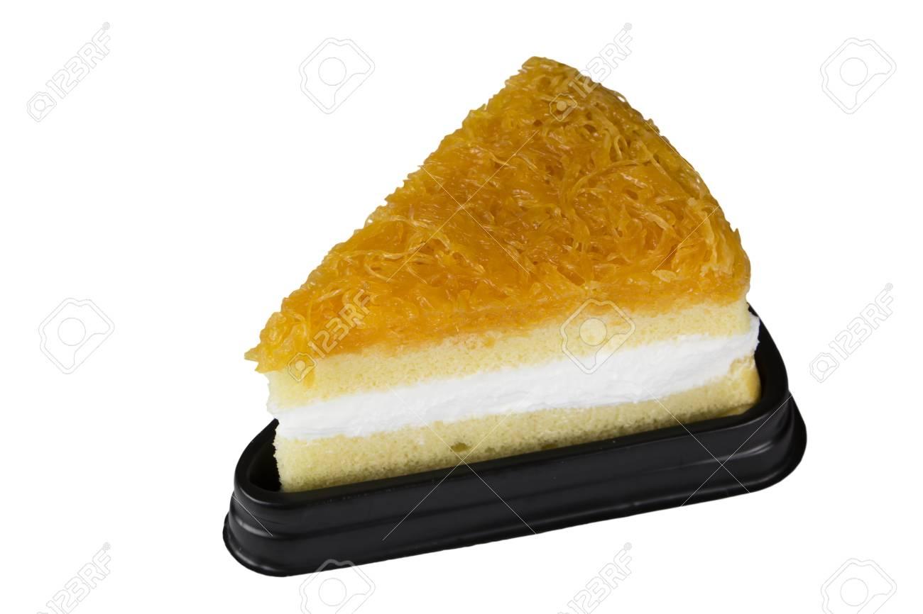 chiffon taart Nieuwe Chiffon Taart Op Wit Wordt Geïsoleerd Royalty Vrije Foto  chiffon taart