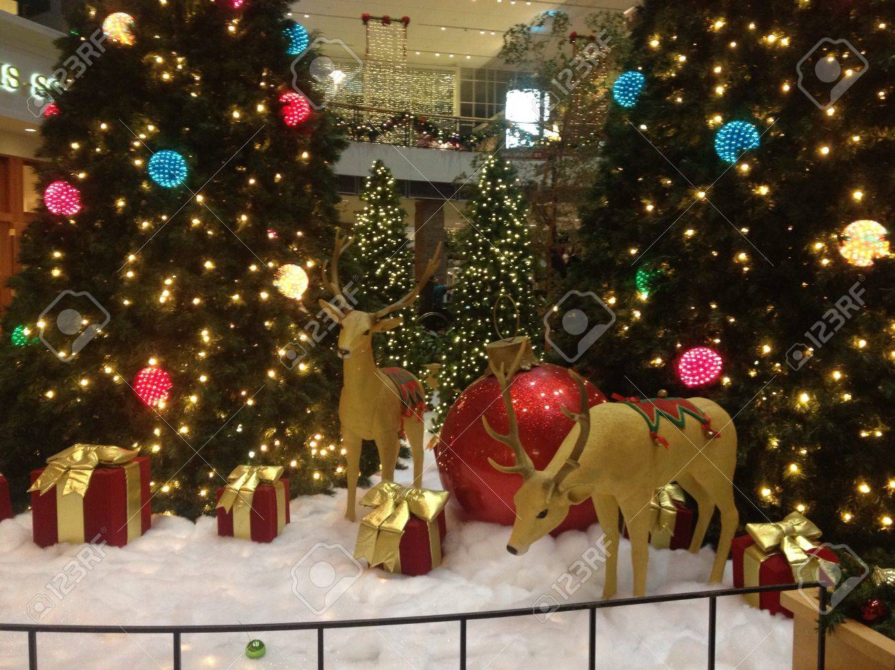 beautiful christmas decorations. Beautiful Christmas Decorations Stock Photo - 23545968 R