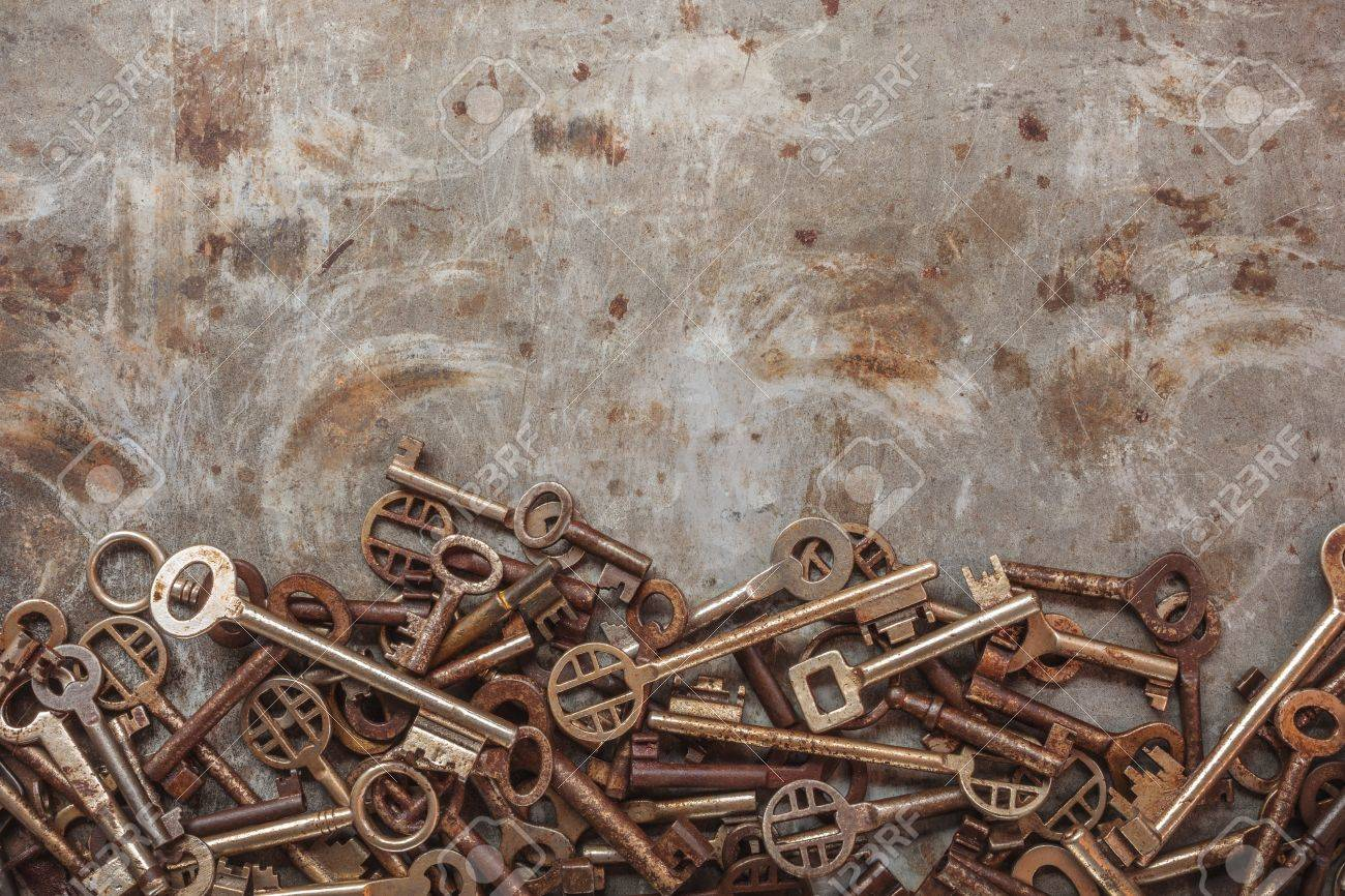 Assortment of vintage keys on a grungy steel background Stock Photo - 16482871