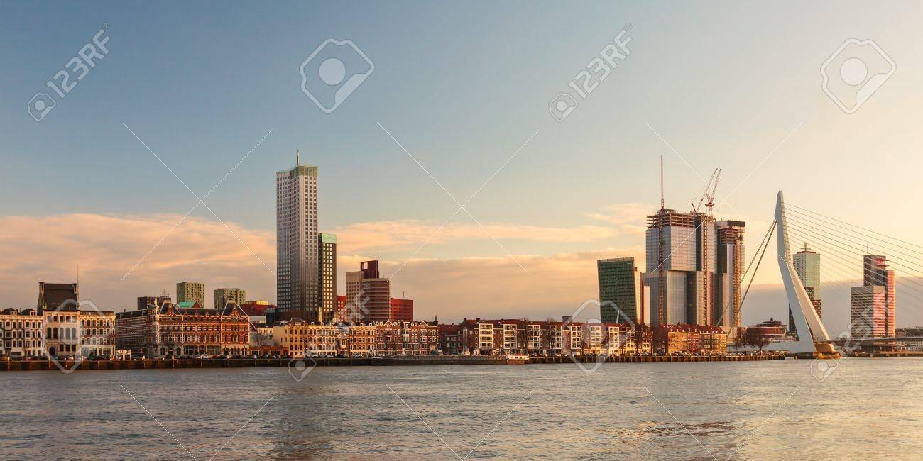 panorama de la rivière toits de la ville portuaire néerlandaise de