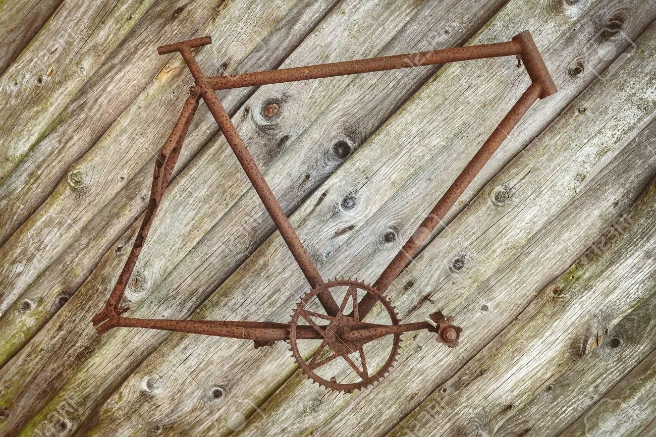 Verrostete Vintage Fahrradrahmen Auf Einem Alten Hölzernen Wand ...