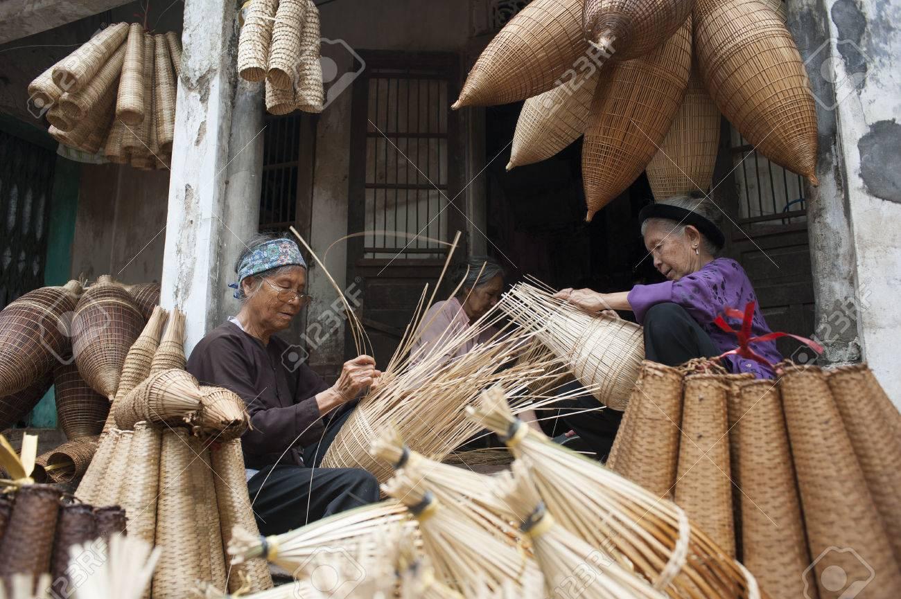 Hung Yen Vietnam Jul 26 2015 Vietnamese Craftsmen Making
