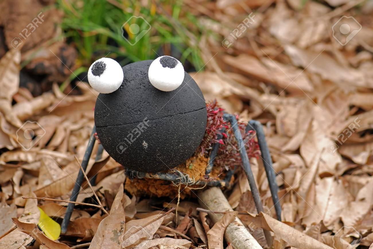 El Hombre Hizo Grandes Hormigas En El Jardín Fotos, Retratos ...