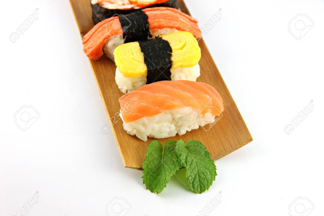 Immagini Stock Sushi A Base Di Pesce Di Tonno Su Un Piatto Di