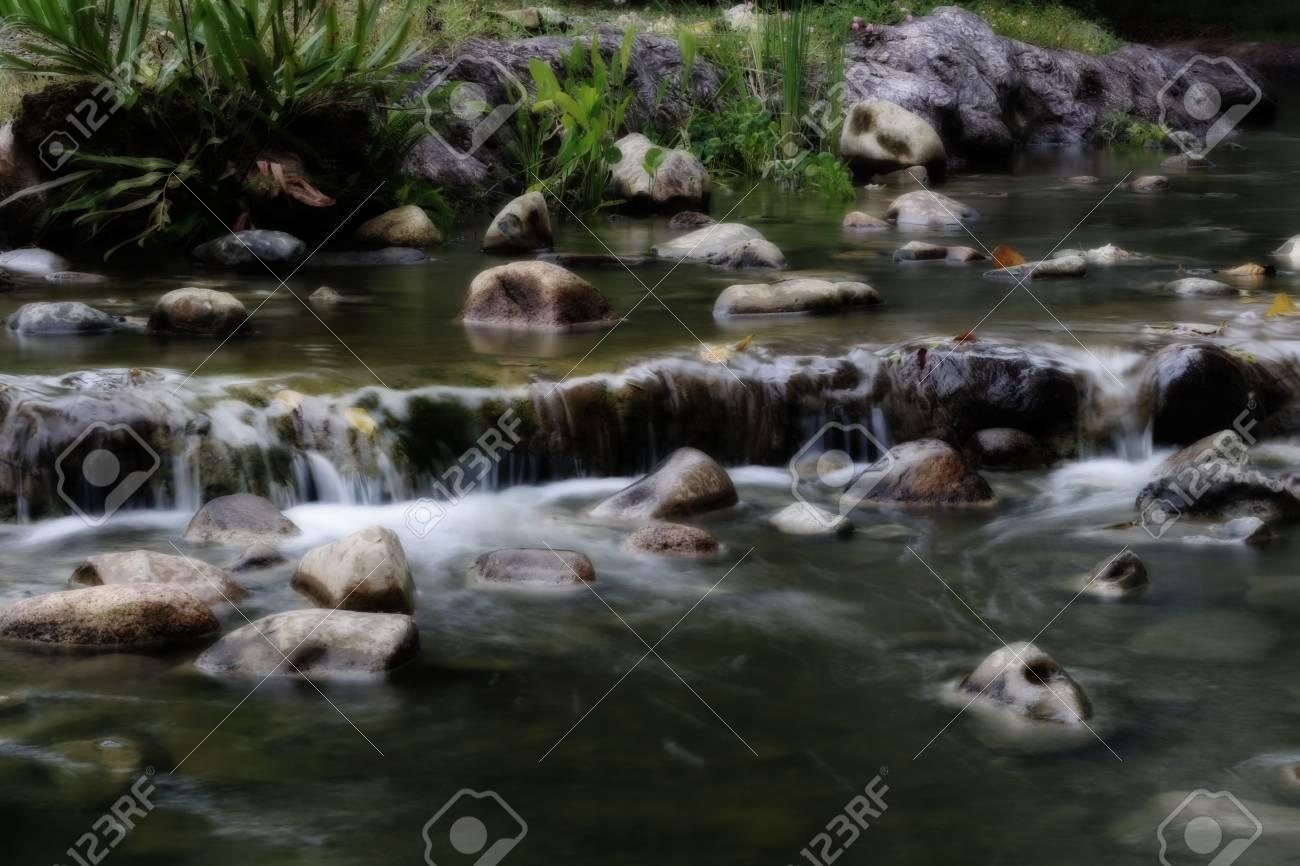 Standard Bild   Wasserfall Im Garten Der Farbdunklen Art, Garten Simulieren  Natürlichen Platz.