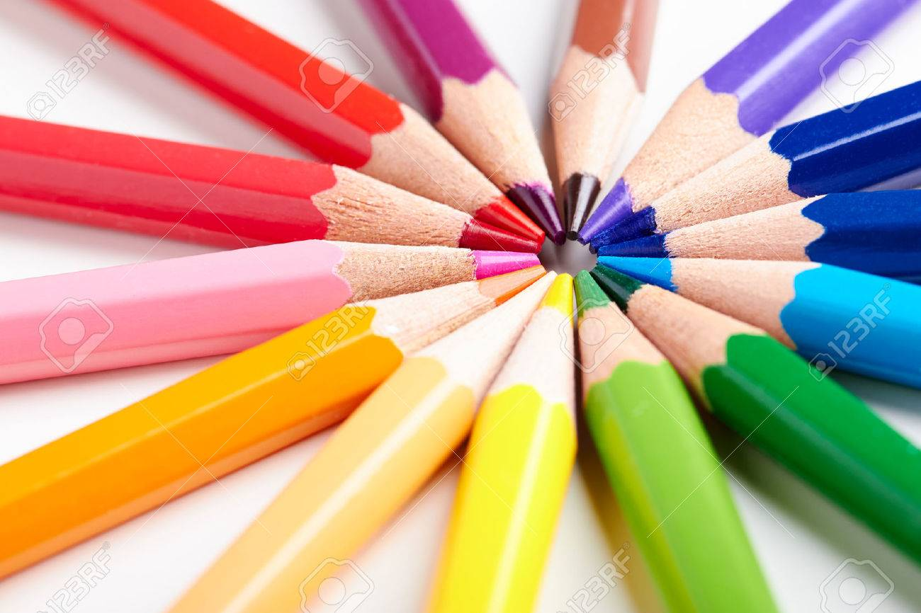Set of multicoloured pencils lying on white table round order. - 47107458