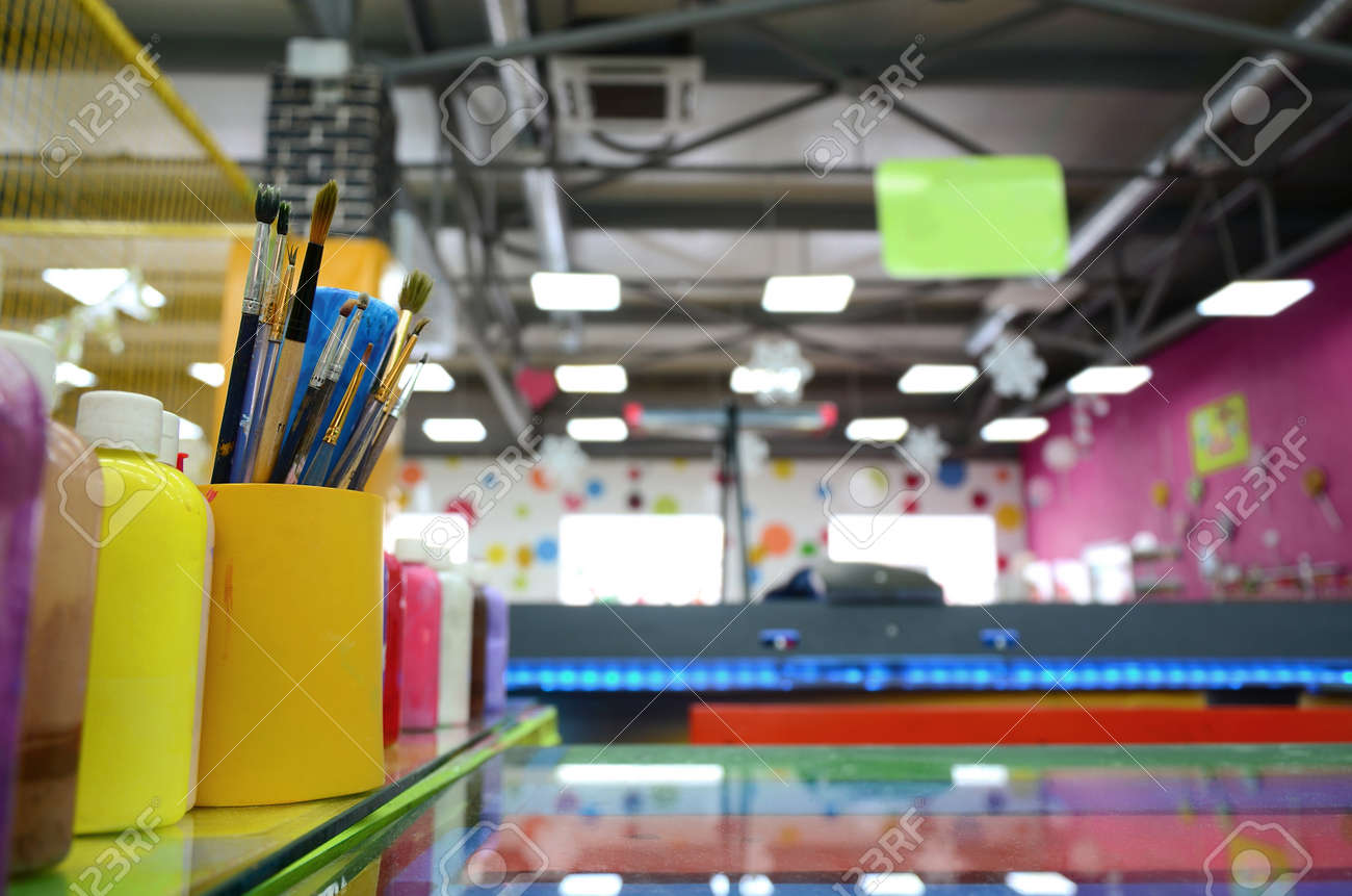 Art paint brushes in cup are located in the children's entertainment hall - 167450276