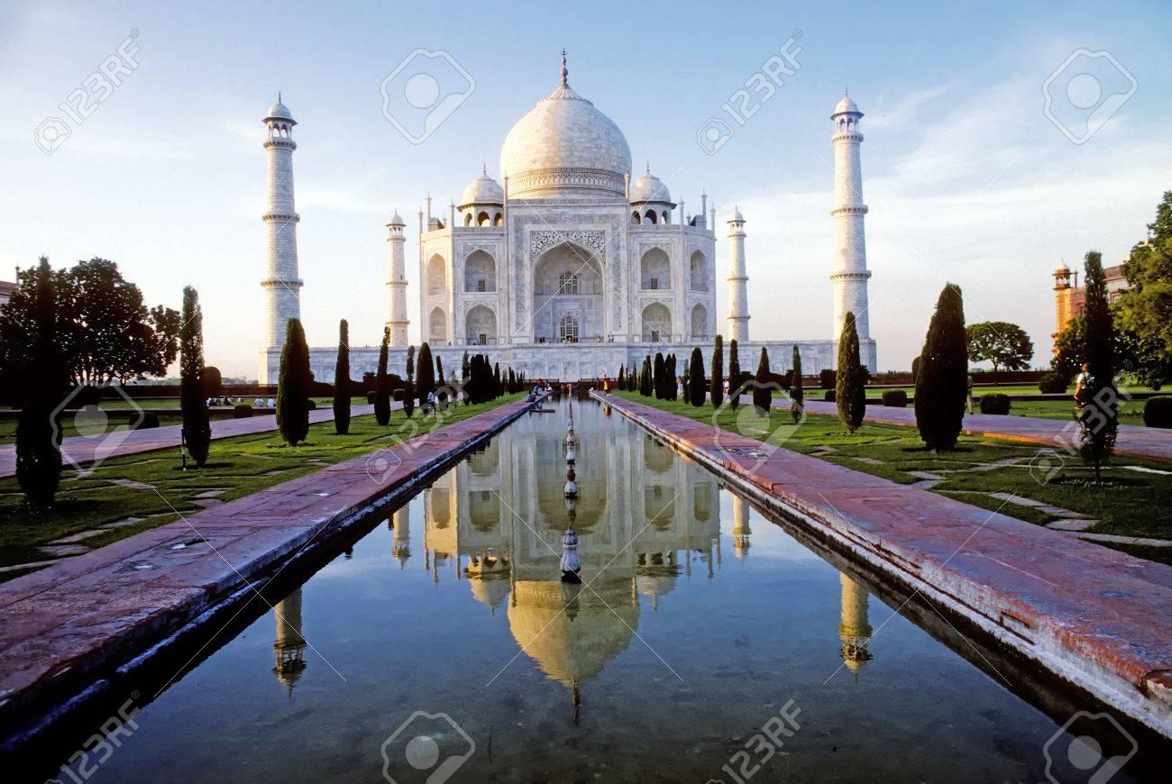 White marble Taj Mahal in India, Agra, Uttar Pradesh Stock Photo - 9195655
