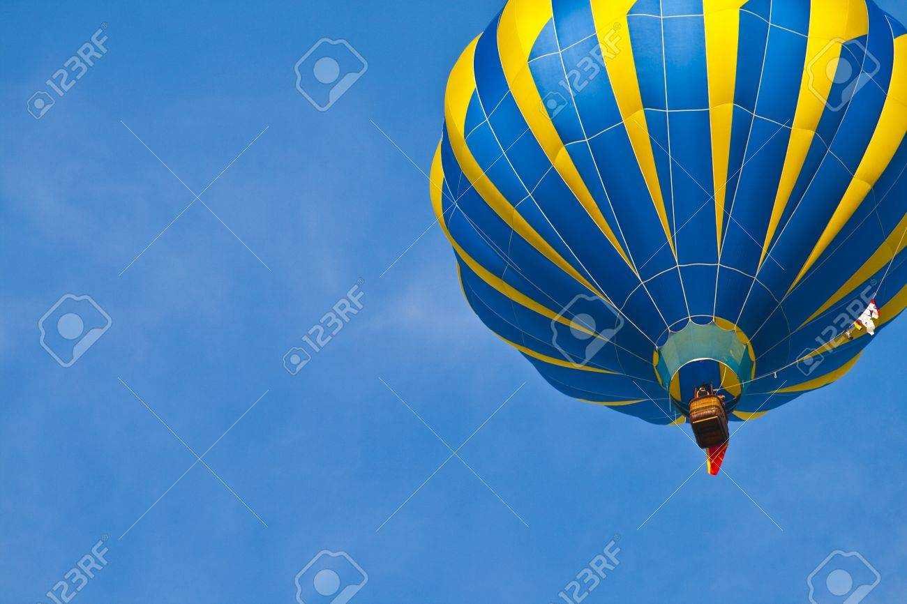 Hot Air Balloon with blue sky Stock Photo - 9285080