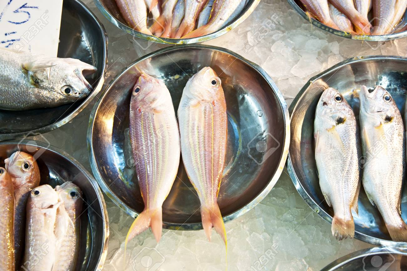 whole fresh fishes are offered in the fish market in asia Stock Photo - 9300722