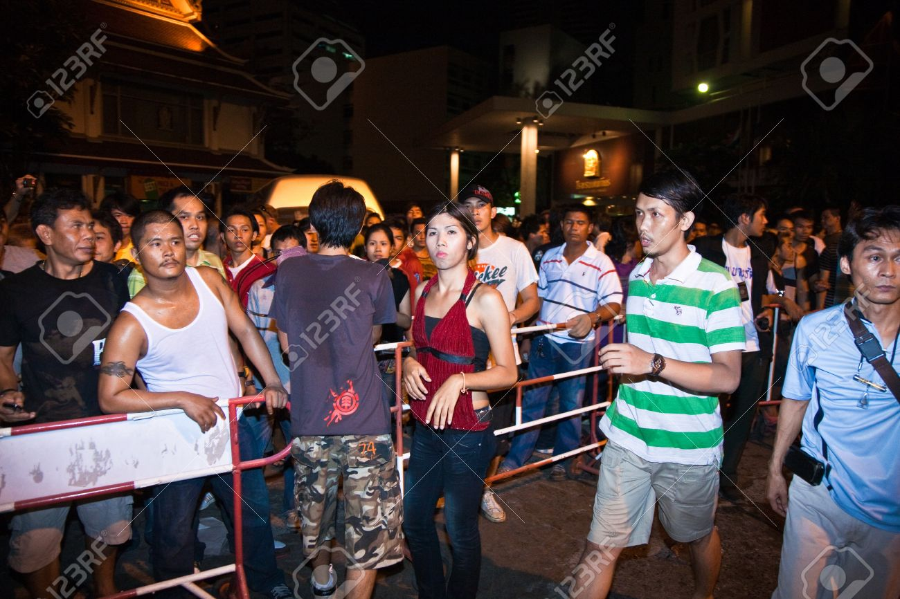 BANGKOK, THAILAND - May 6: Police tries to calm down demonstrants - vendors of Patpong Night Market which demonstrate against   confiscating their faked trademark plagiates,  May 6, 2009 in Bangkok, Thailand Stock Photo - 9500867