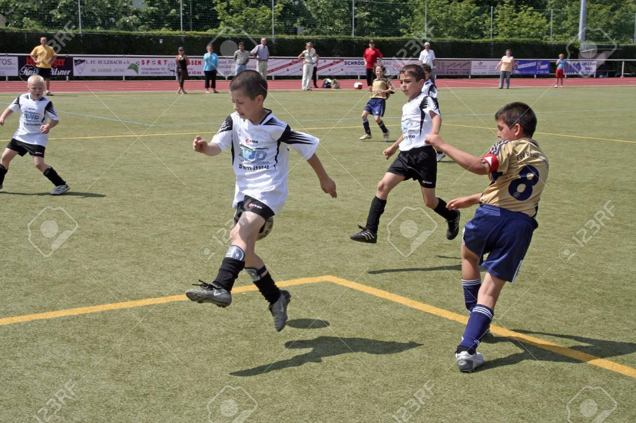 SCHWALBACH, GERMANY - June 24: Football game Children E-Class Tournament - BSC Schwalbach against FSV Raunheim , June 14, 2006 in Schwalbach, Germany Stock Photo - 9532039