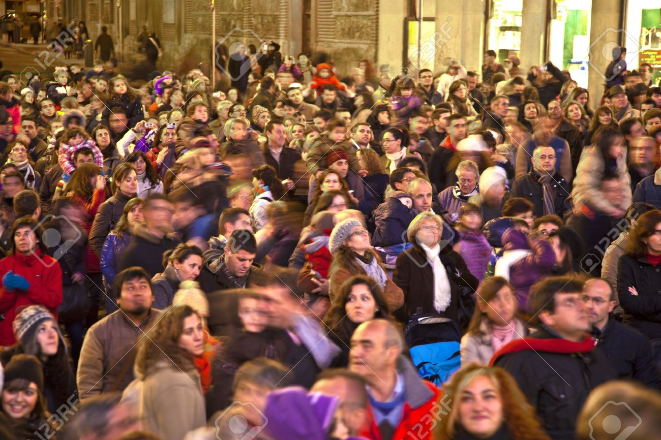 MADRID, SPAIN - DECEMBER 20: People have fun in Christmas time watching the famous puppet show and illumination at center El Corte Ingles on December 20, 2010 in Madrid, Spain. Stock Photo - 9541716