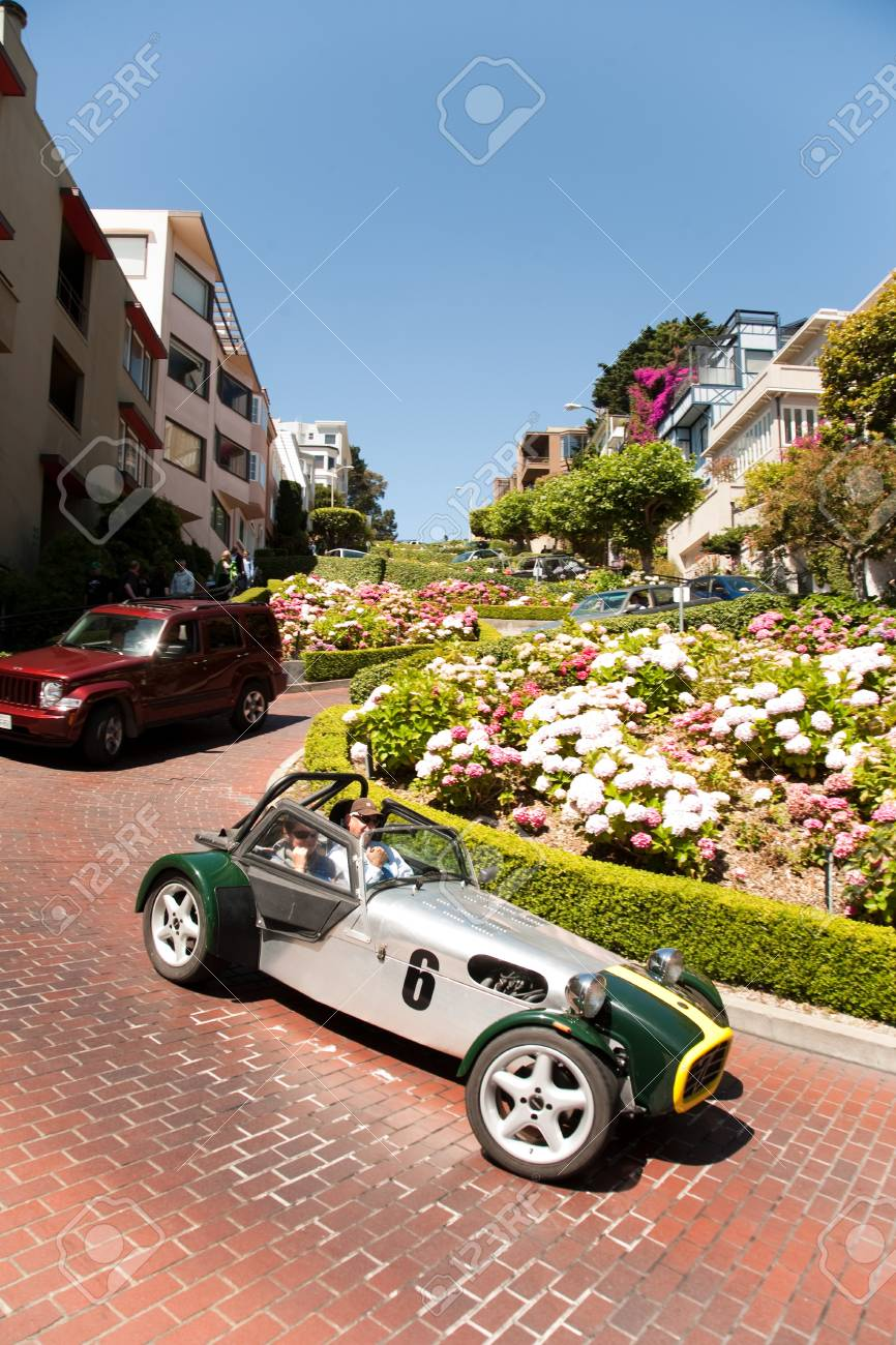 Oldtimer passing the lombard street, san Francisco Stock Photo - 9747036