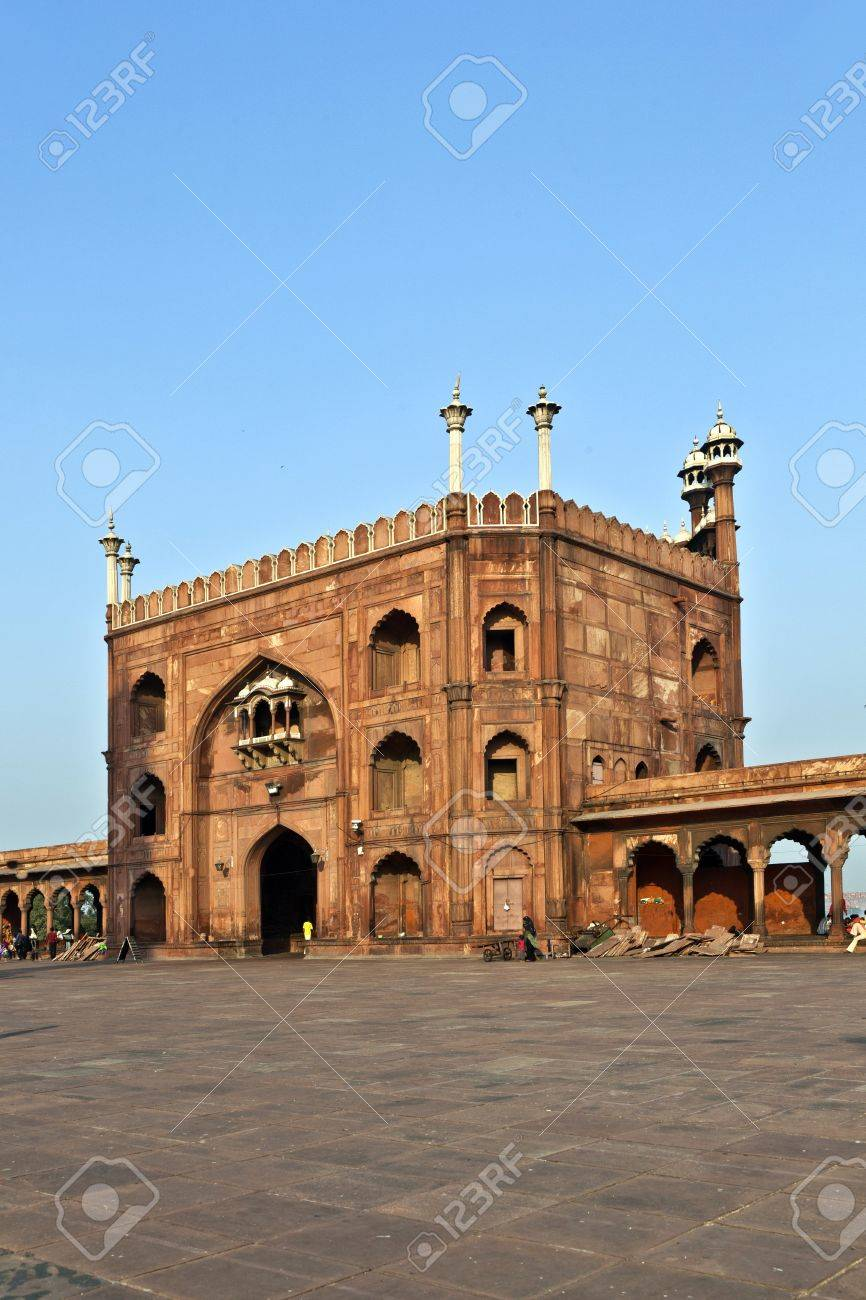 group of worshipers walk on courtyard of Jama Masjid Mosque in Delhi Stock Photo - 12065524