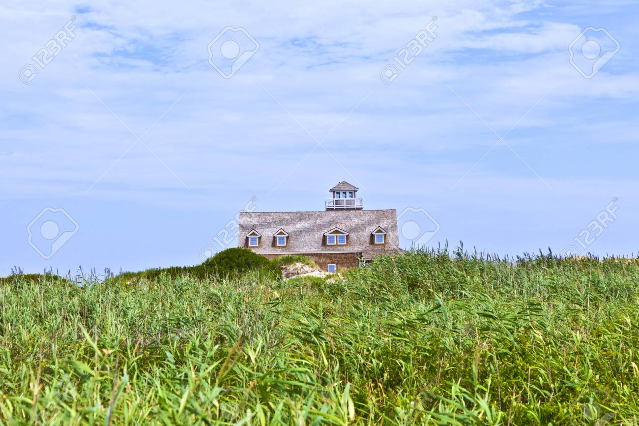 beautiful house in the dunes Stock Photo - 13761331