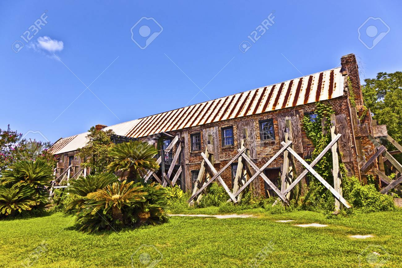 old ruinous historic hut in an old South Carolina farm stabilized by a beam Stock Photo - 13760992