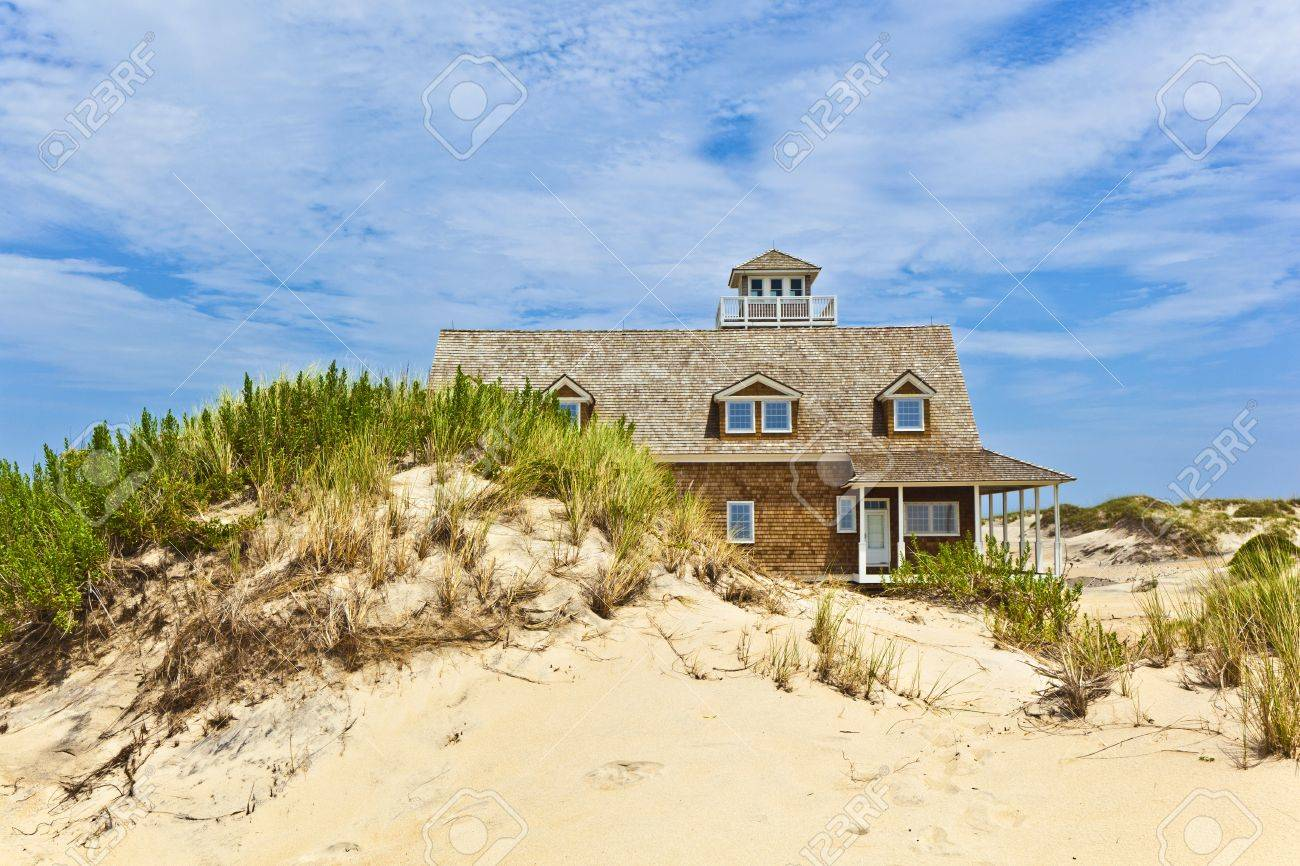 beautiful house in the dunes Stock Photo - 13776287