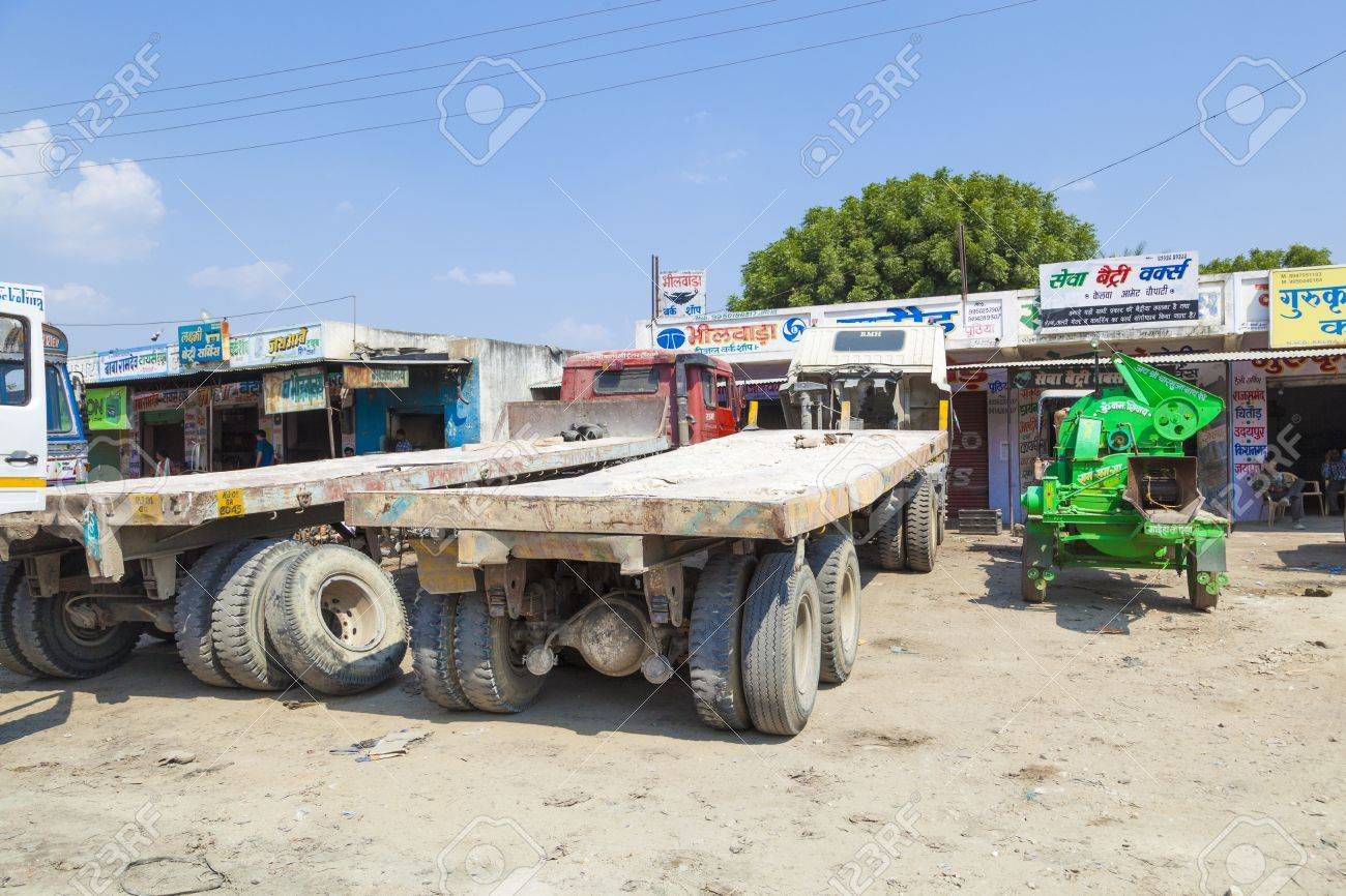 PADANGANJ, INDIA - OCTOBER 21: lorry transports huge marble stones from the pit on highway 7 to resellers all over india on October 21,2012 in Padanganj, india. Stock Photo - 16558490