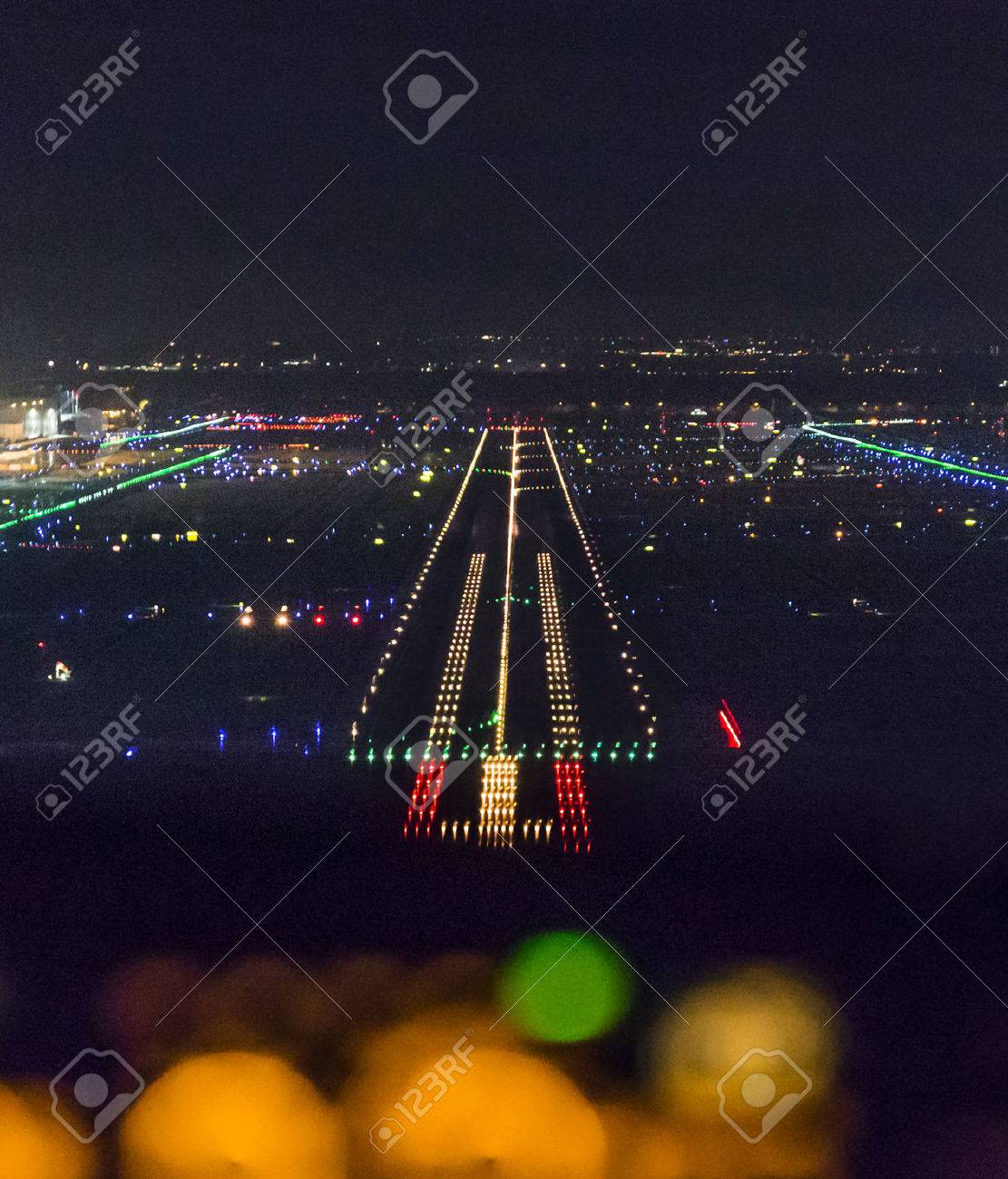 FRANKFURT, GERMANY - OCT 10, 2014: landing by night with a commercaial aircraft at the airport of Frankfurt, Germany. - 32402016
