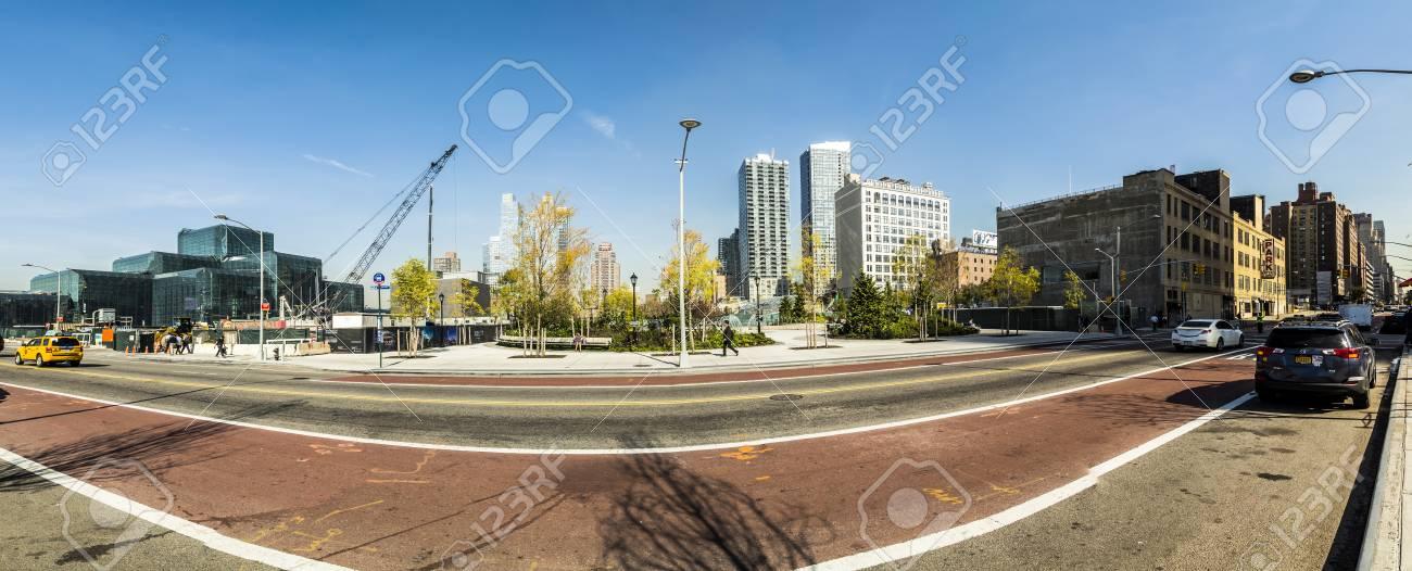 NEW YORK, USA - 21. Oktober 2015: Blick Auf Die Straße Mit Den ...