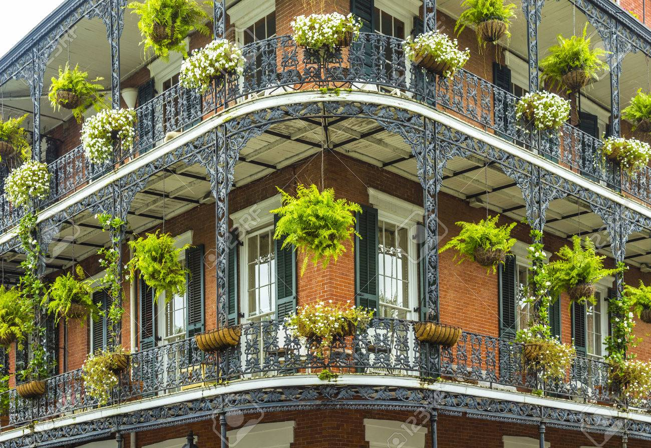 old historic New Orleans houses in french Quarter - 58219085