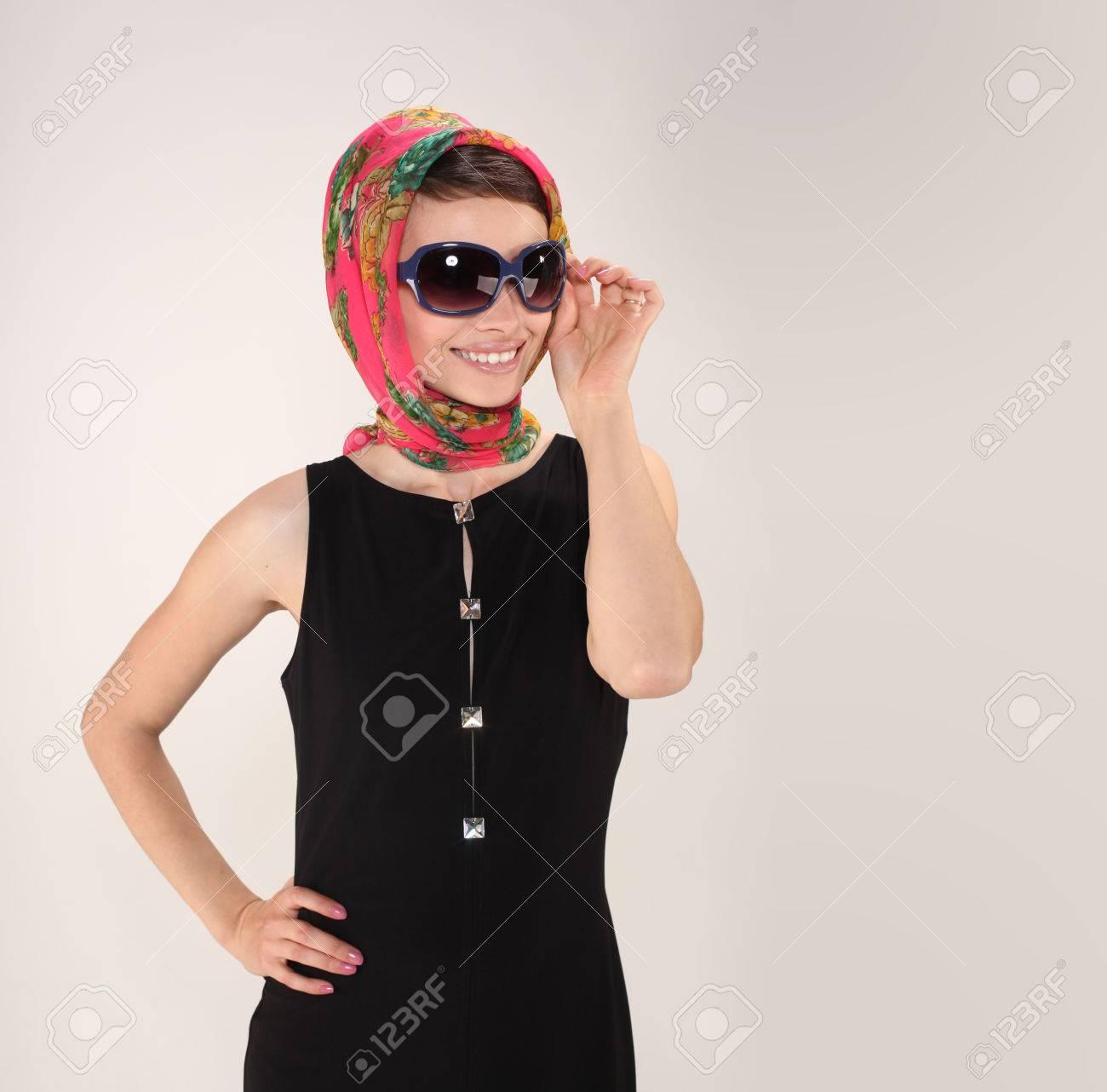 Bella Con Occhiali Immagini E In Stock Retrò Stile Foulard Donna y7gvbf6Y