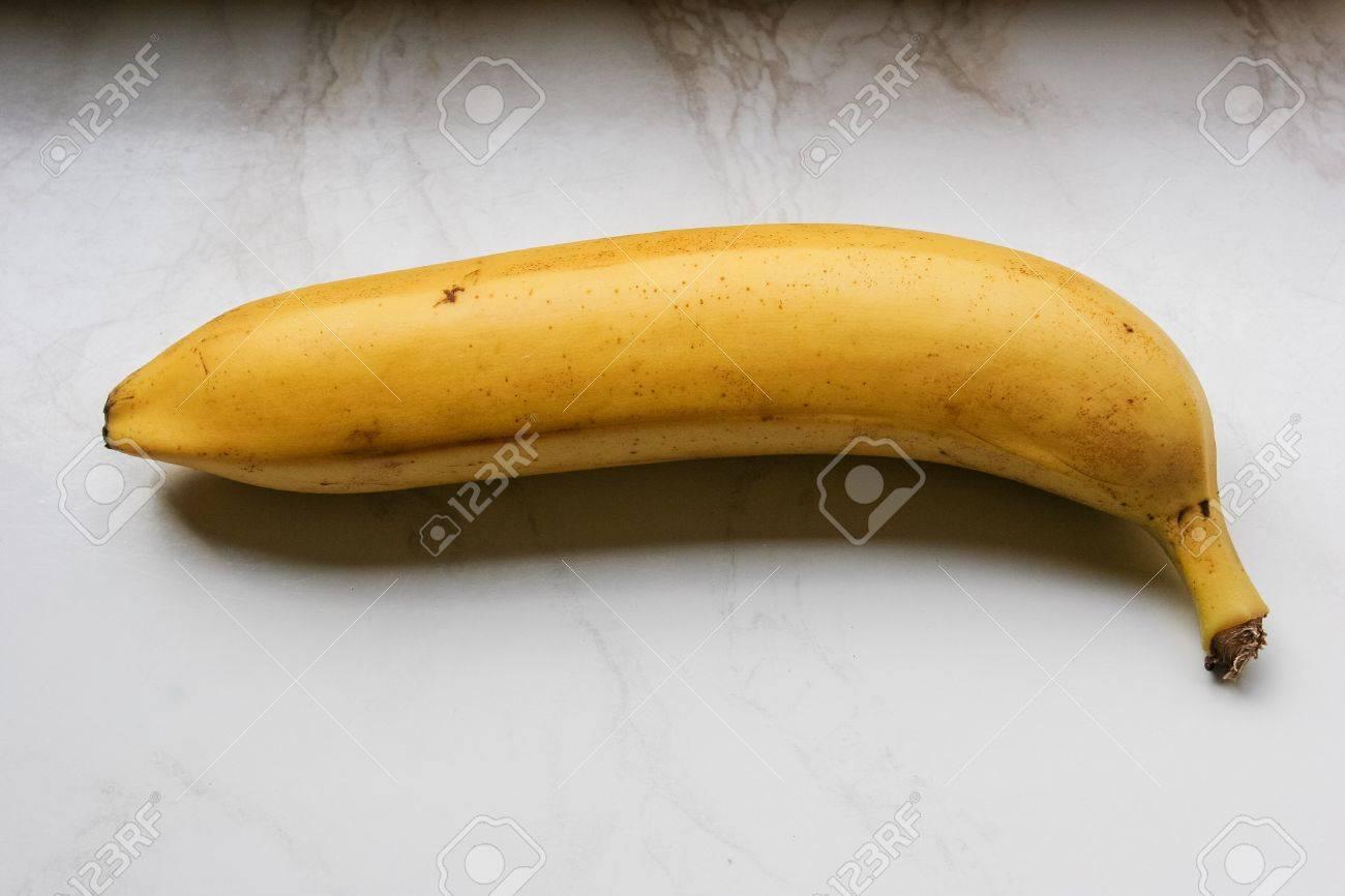 La Banane Est Le Nom Commun Pour Un Fruit Comestible Produite Par