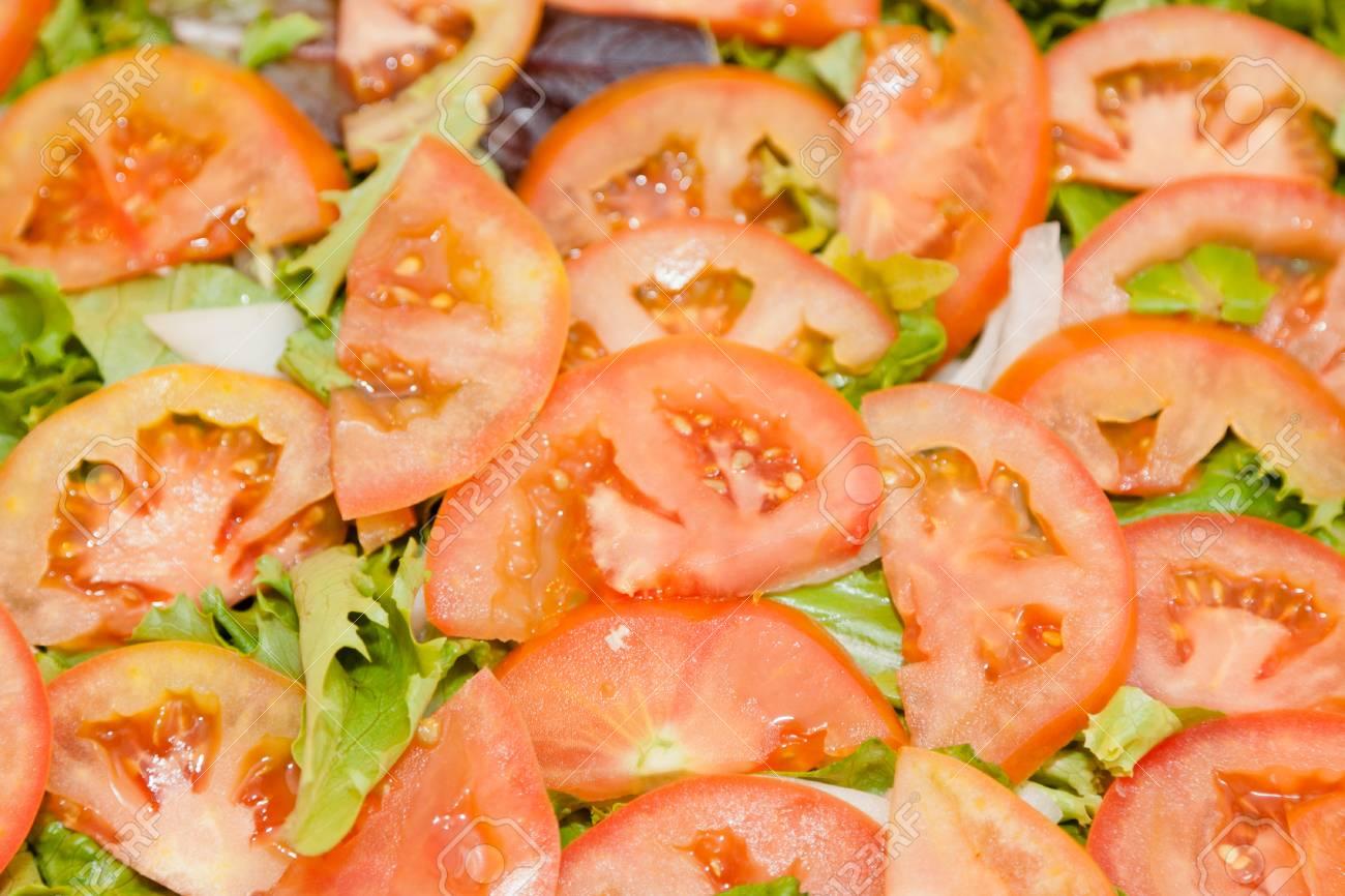 新鮮なカット野菜を sald 玉ねぎ ピーマン レタス スライス トマト
